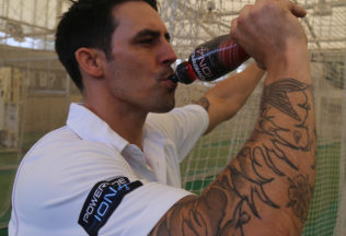 Australian cricketer, Mitchell Johnson, is part of Powerade's 'Smash the Sweat' campaign